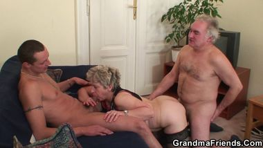 Old threesome after pussy masturbating