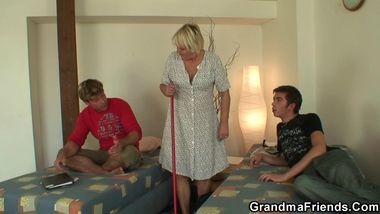 Old cleaning woman gets her pussy filled with two cocks