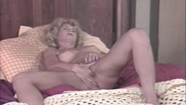 DDG ANAL ANNIE AND THE BACKDOOR HOUSEWIVES Nina Hartley, Lynx Canon