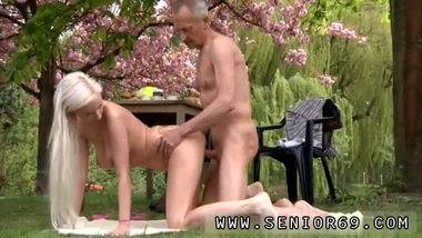 Old cougar anal Paul is lovin' his breakfast in the garden with his new