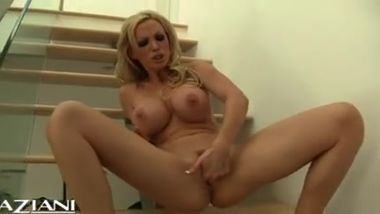 Nikki Benz masterbating