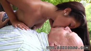 Big dick old mature xxx Vivien meets Hugo in the park and can't fight
